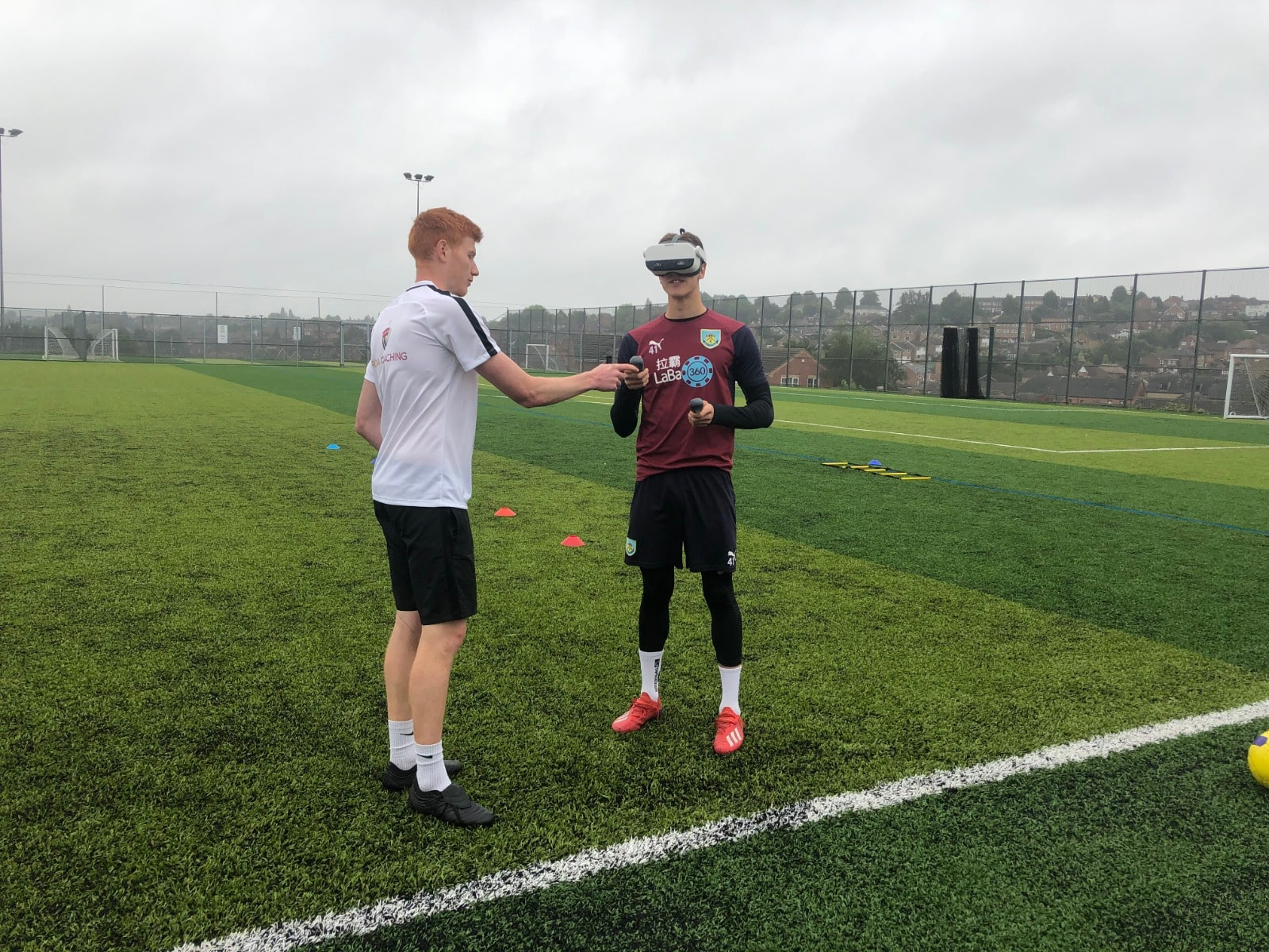 Coach Jonas Munkvold training footballer with Be Your Best football VR-simulation.
