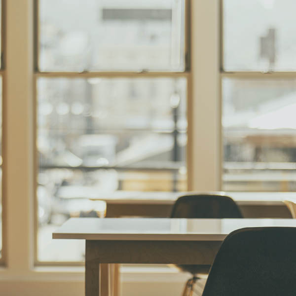 Comment positionner les phonebooth et bulles de confidentialité pour optimiser son espace de travail