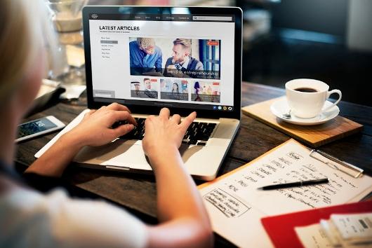 Selbstständige Aktualisierung von Webseiten und Shops