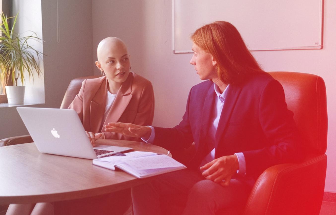 A profissão de corretor de seguros é uma atividade excelente para quem possui perfil empreendedor, busca flexibilidade na carreira e ganhos altos. Neste artigo, falaremos sobre o que faz um corretor, como se tornar um e quais são as vantagens de atuar como corretor PJ.