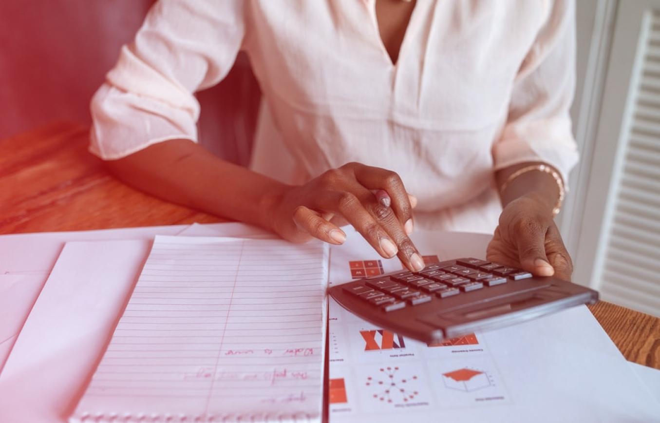 A e-Financeira é uma nova obrigação acessória que demanda a apresentação de informações relativas às operações financeiras de interesse da Receita Federal do Brasil. A seguir, responderemos algumas das principais questões referentes a essa declaração, para que você esteja de acordo com a lei.
