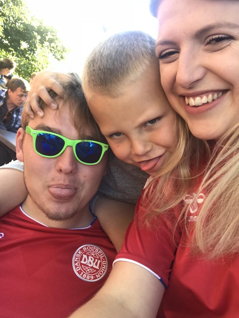 Thomas, Frej og Sonja til VM fodboldkamp