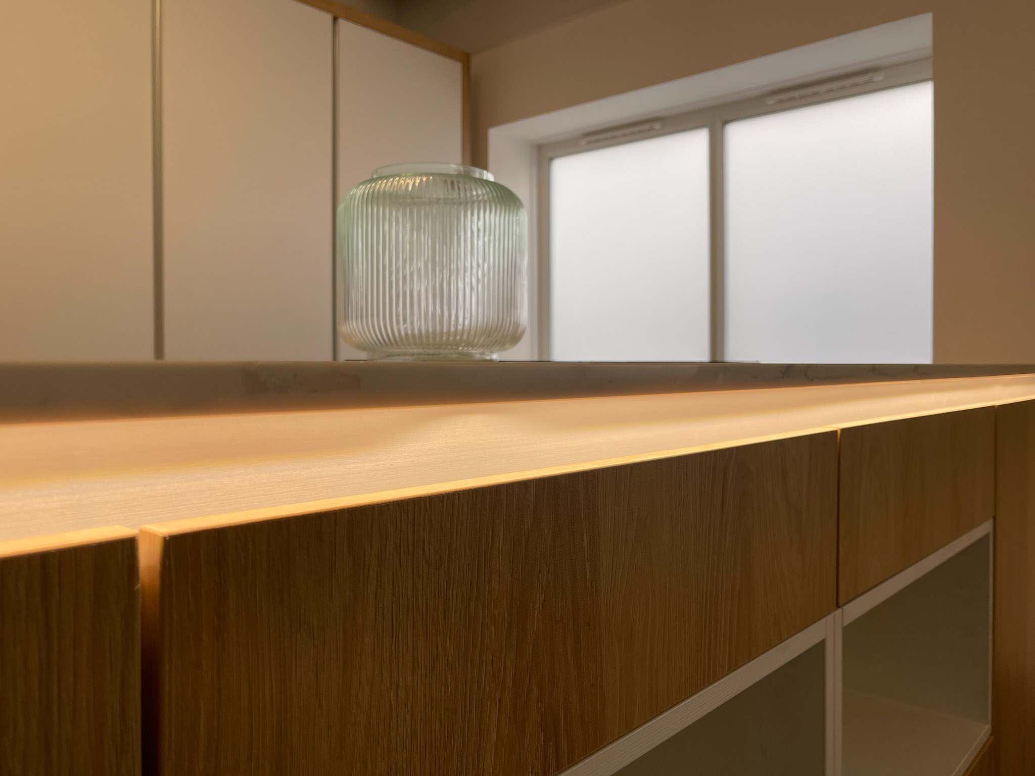 Routed out light groove in quartz
