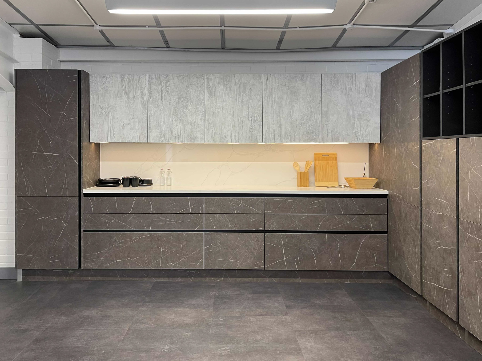 Wood effect and marble kitchen
