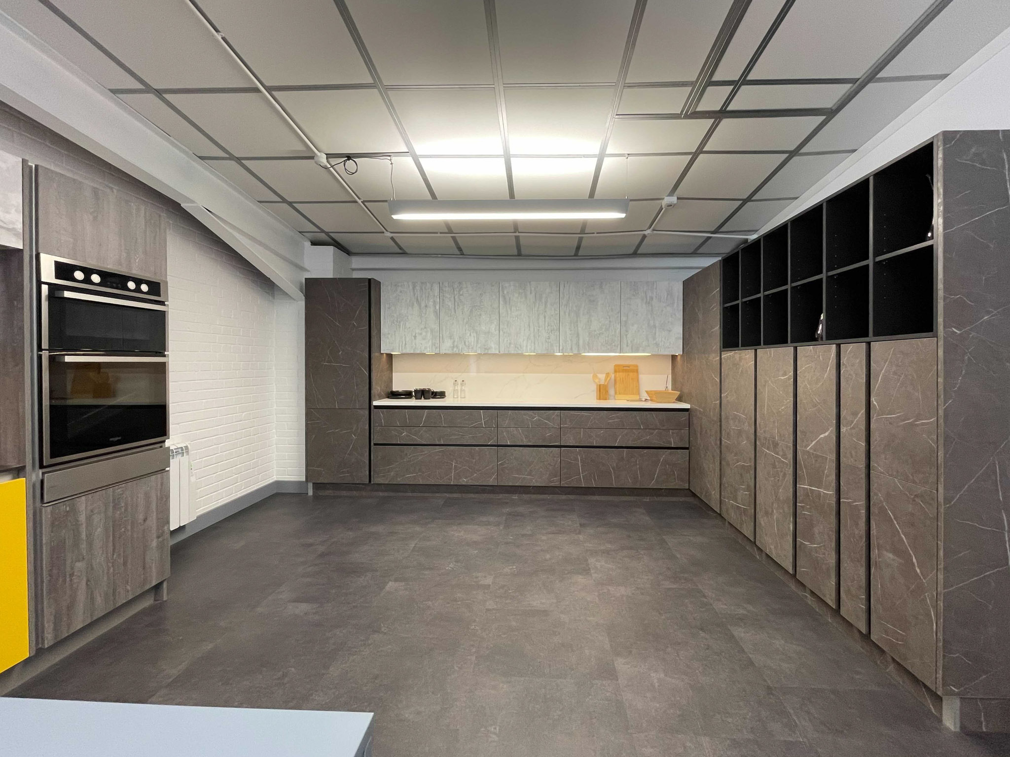 Wood effect and marble kitchen - wide angle