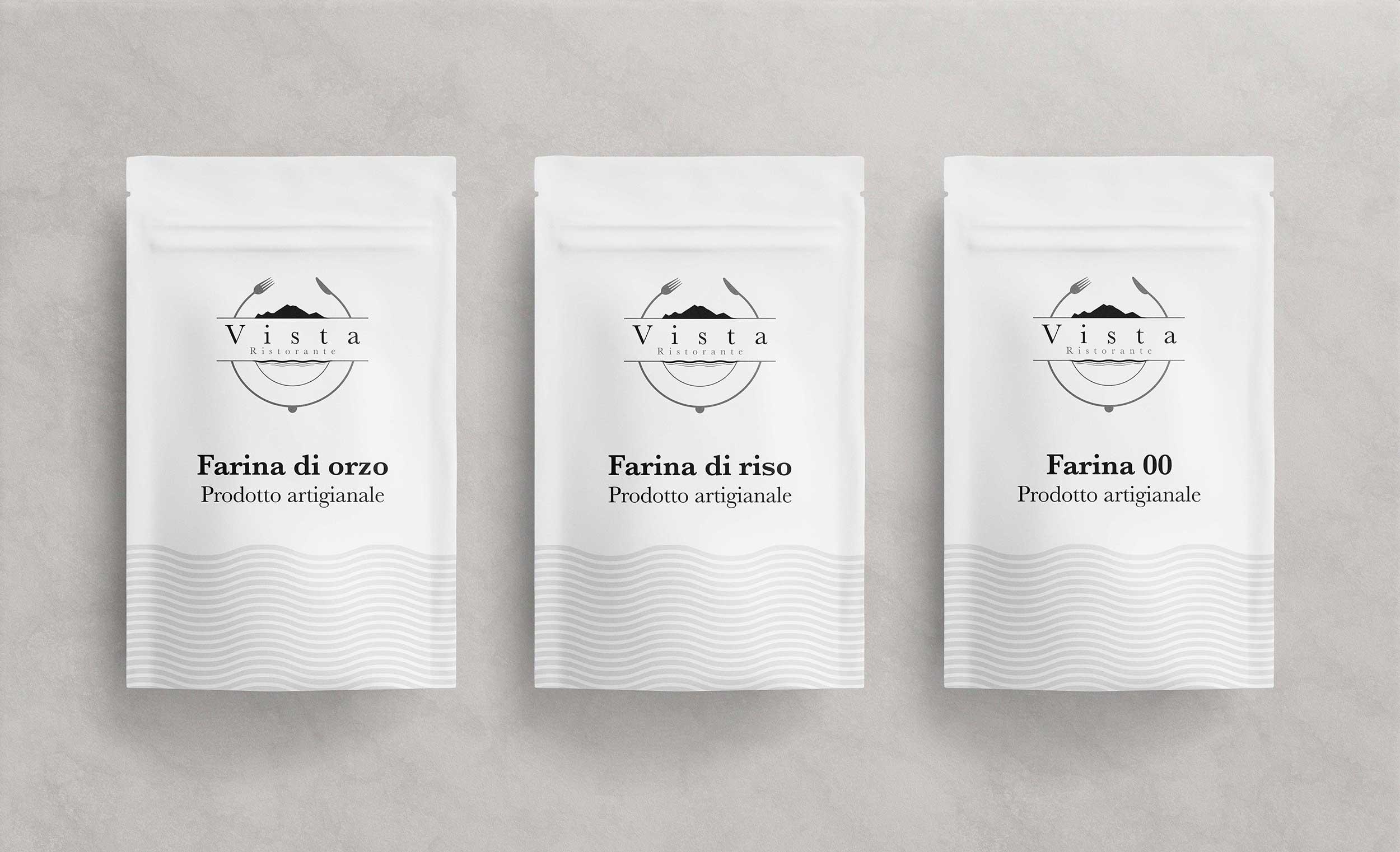 tre packaging bianchi con logo e brand identity design di Vista Ristorante di tre tipi di farina artigianale su sfondo grigio chiaro