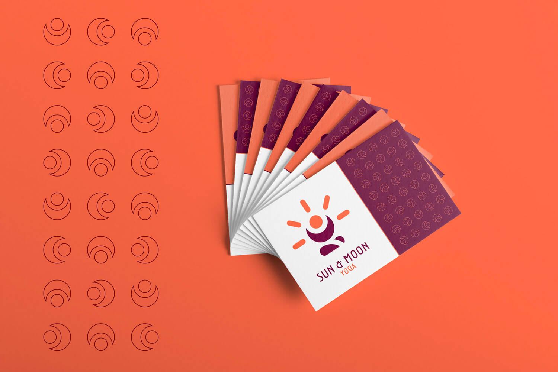 set di biglietti da visita con logo e brand identity design di Sun & Moon Yoga di colore bianco su sfondo arancione