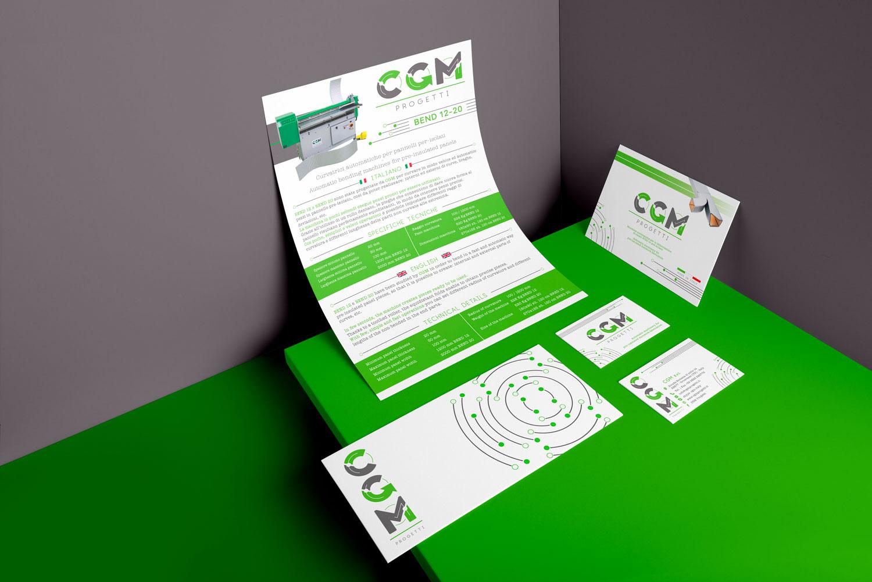 catalogo, brochure, due biglietti da visita e una busta bianchi con il logo CGM Progetti su uno sfondo verde e grigio