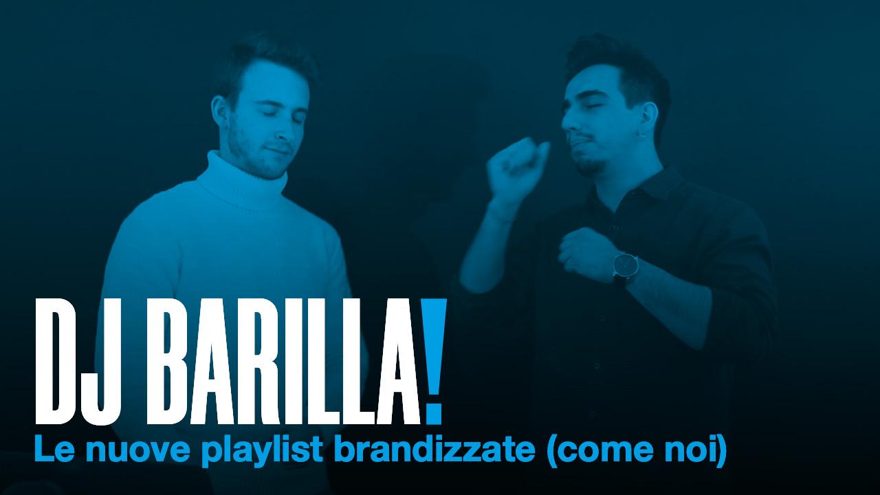 DJ BARILLA scritto in maiuscolo in bianco su uno sfondo di una foto di due ragazzi con filtro blu