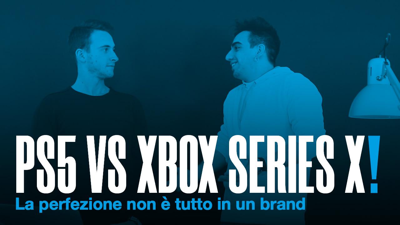 PS5 VS XBOX SERIES X scritto in maiuscolo e in bianco con punto esclamativo blu avente come sfondo una foto di due ragazzi con filtro blu