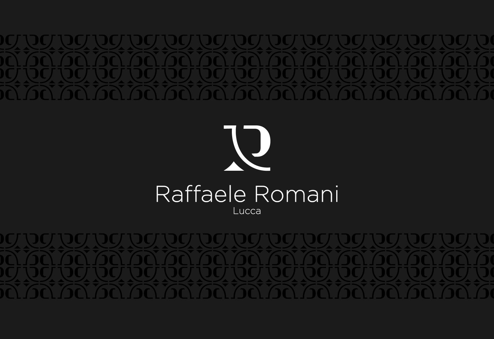 Logo di Raffaele Romani in bianco su sfondo nero con texture
