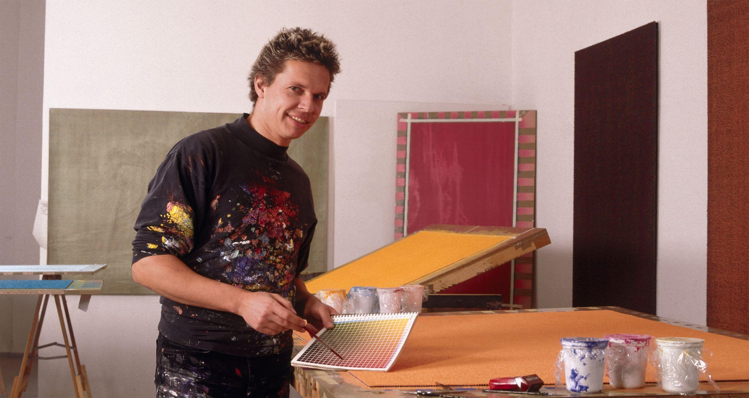 Thomas Emde in seinem Atelier. Der Künstler Thomas Emde