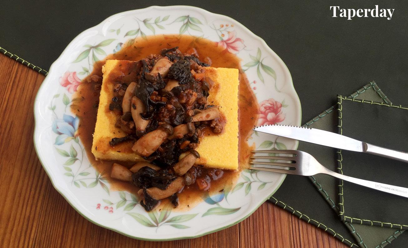 Polenta con ragú de setas y soja