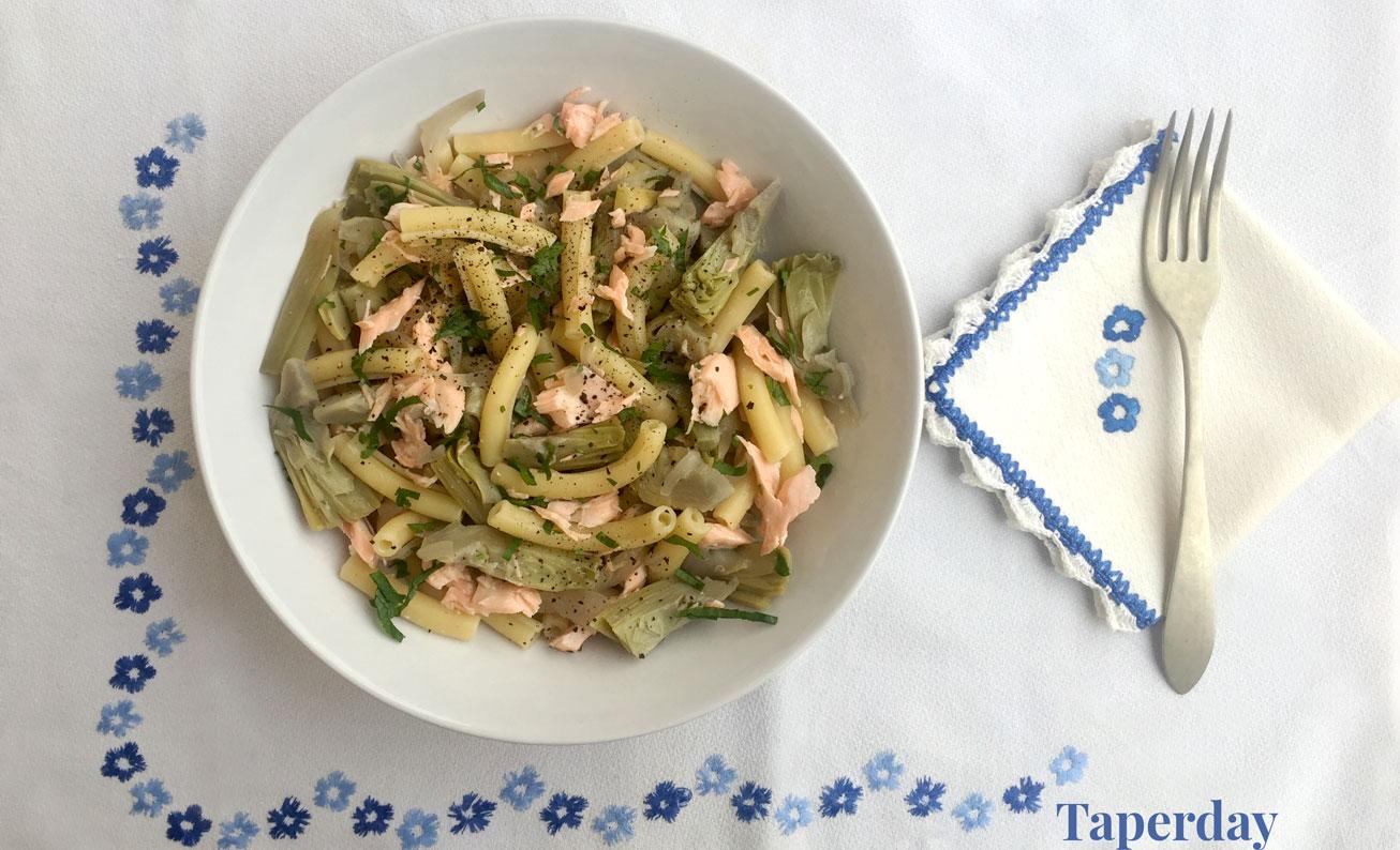 Pasta con alcachofas y salmón