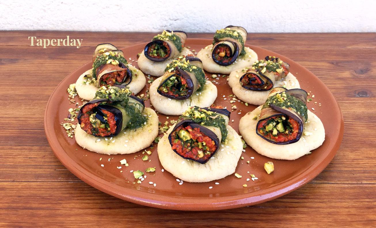 Pinchos de berenjenas rellenas de pesto de tomate seco