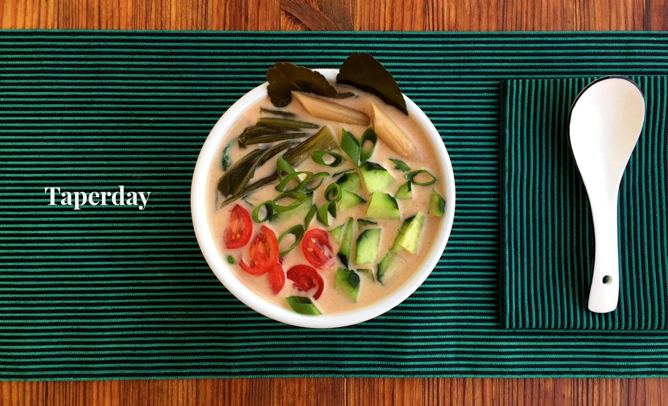 Sopa fría de pepino y leche de coco