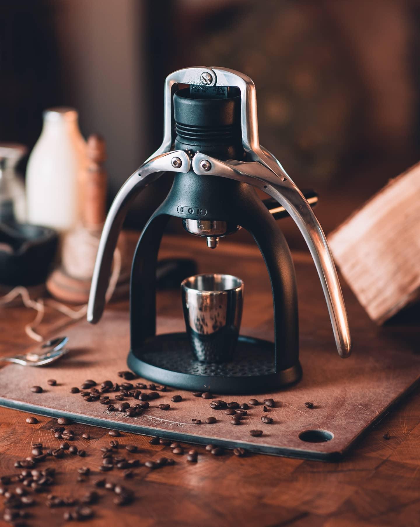 Enjoy handcrafted coffee without fuss! Make pulling down the arms of your rok part of your daily coffee routine.  #rokcoffee #homeespresso #espressolove #espressoshot #manualbrew #brewathome #espressomaker #homebarista #baristalife #blackcoffee #coffeepeople #coffeegeek #morningcoffee #morningbrew #coffeecommunity #cupofjoe #homegoods #baristagear #ROKcoffee #rokespresso