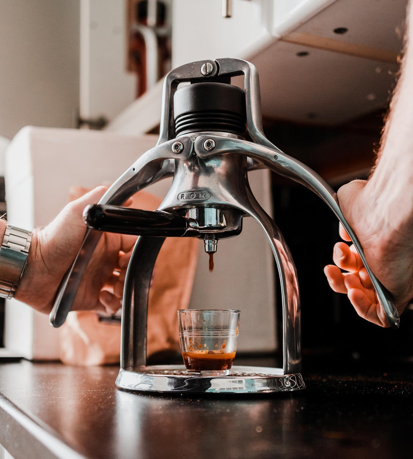 EspressoGC allows you to make espresso with the perfect crema. Try using freshly ground coffee to get better results👏
