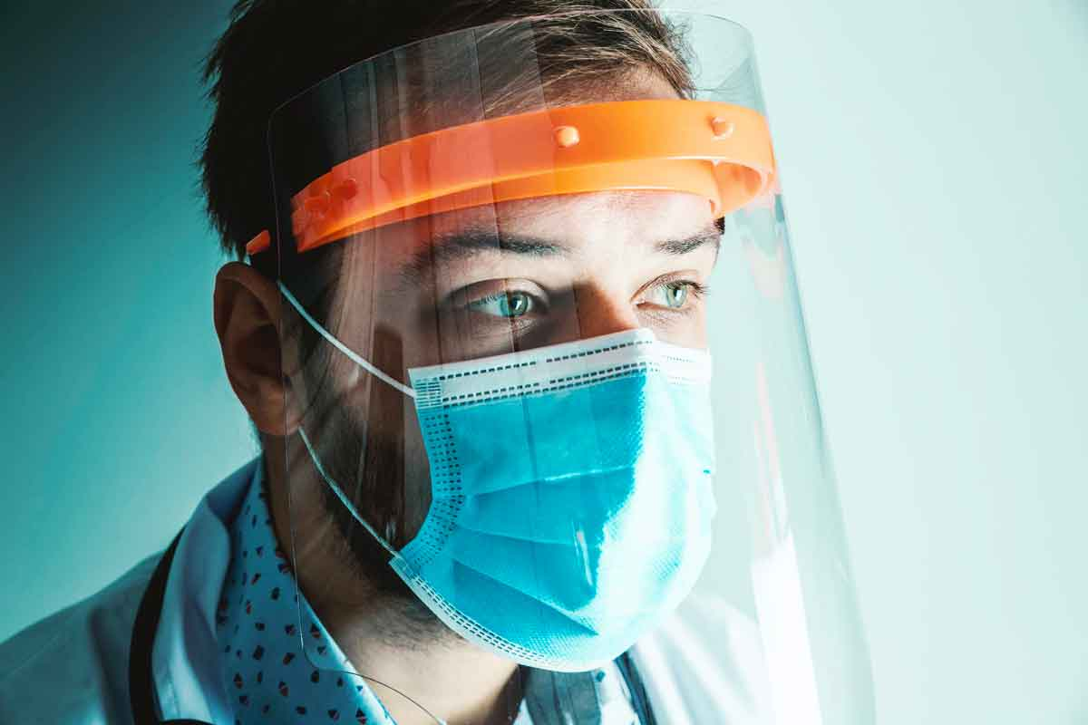 healthcare worker wearing ppe face mask and face shield