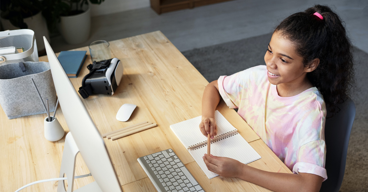 A student is ready to take notes while learning live from home.