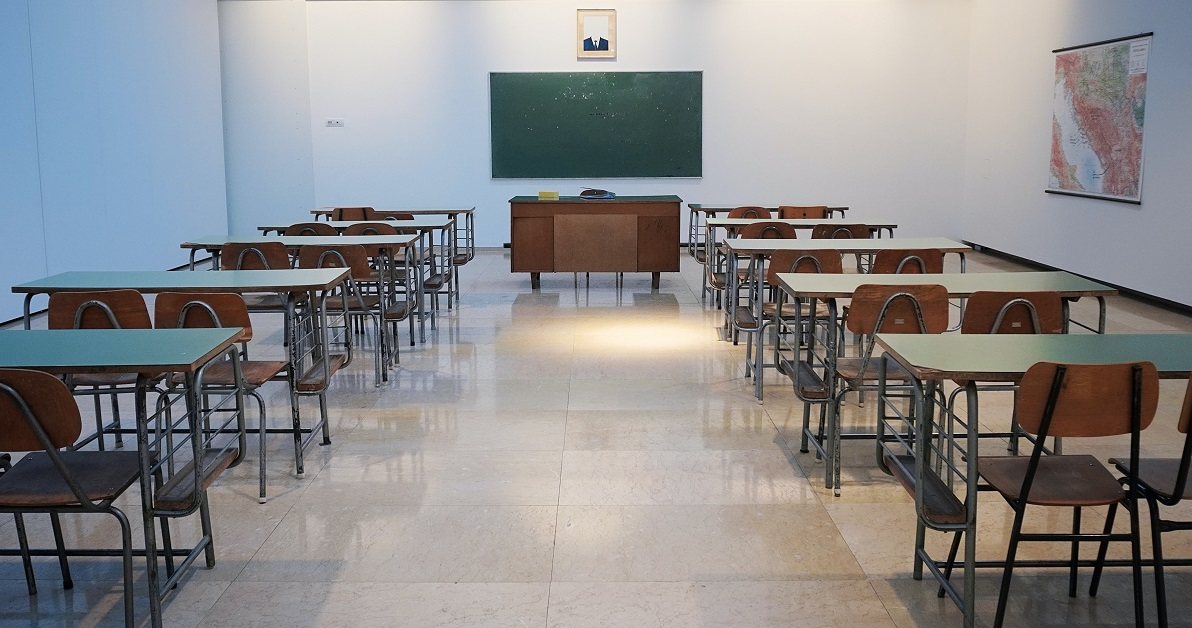 An empty classroom is filled with empty desks because of covid-19 teacher shortage