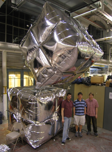 Giant Helium Catom