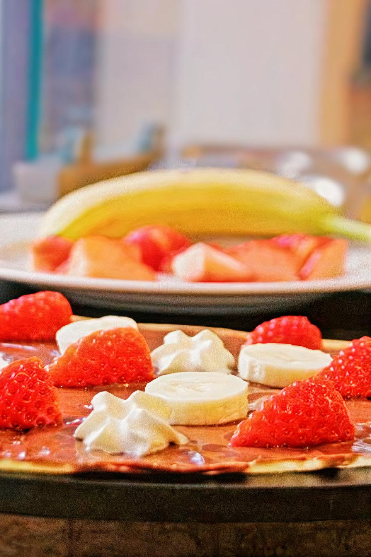 Sucre & Salé, le concept crêpe ! Fraises bananes chantilly.