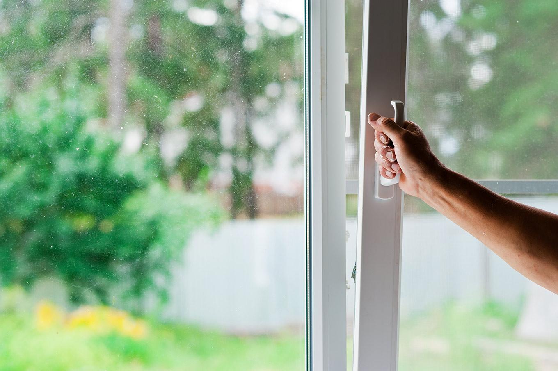 jak wyregulować okna PVC i kiedy taki zabieg jest konieczny