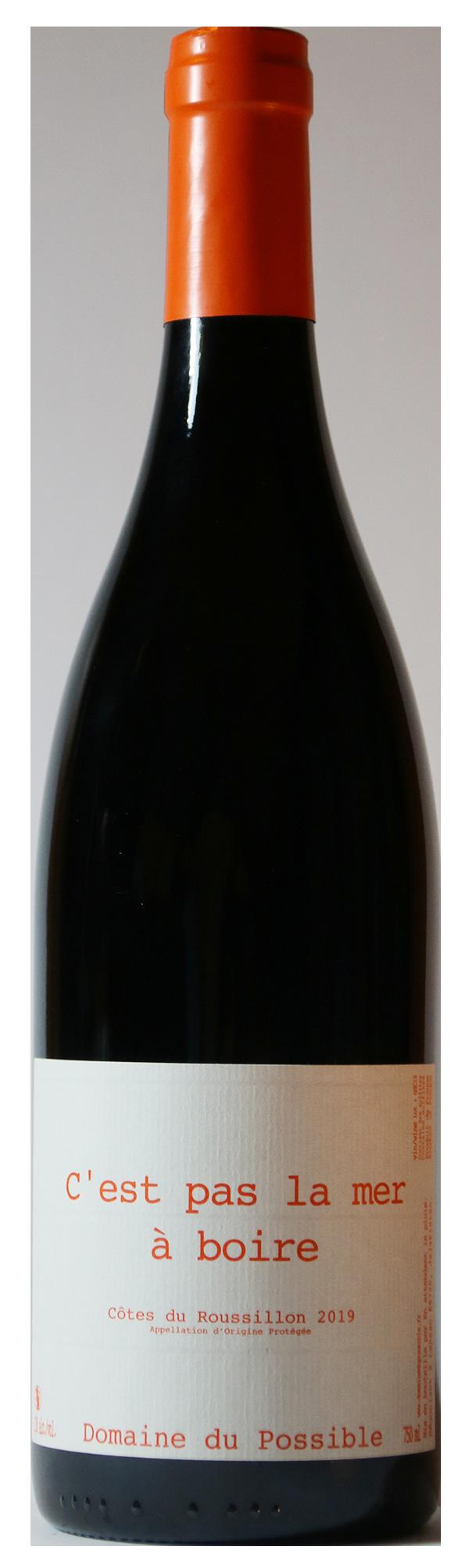 Bouteille de vin rouge avec son étiquette
