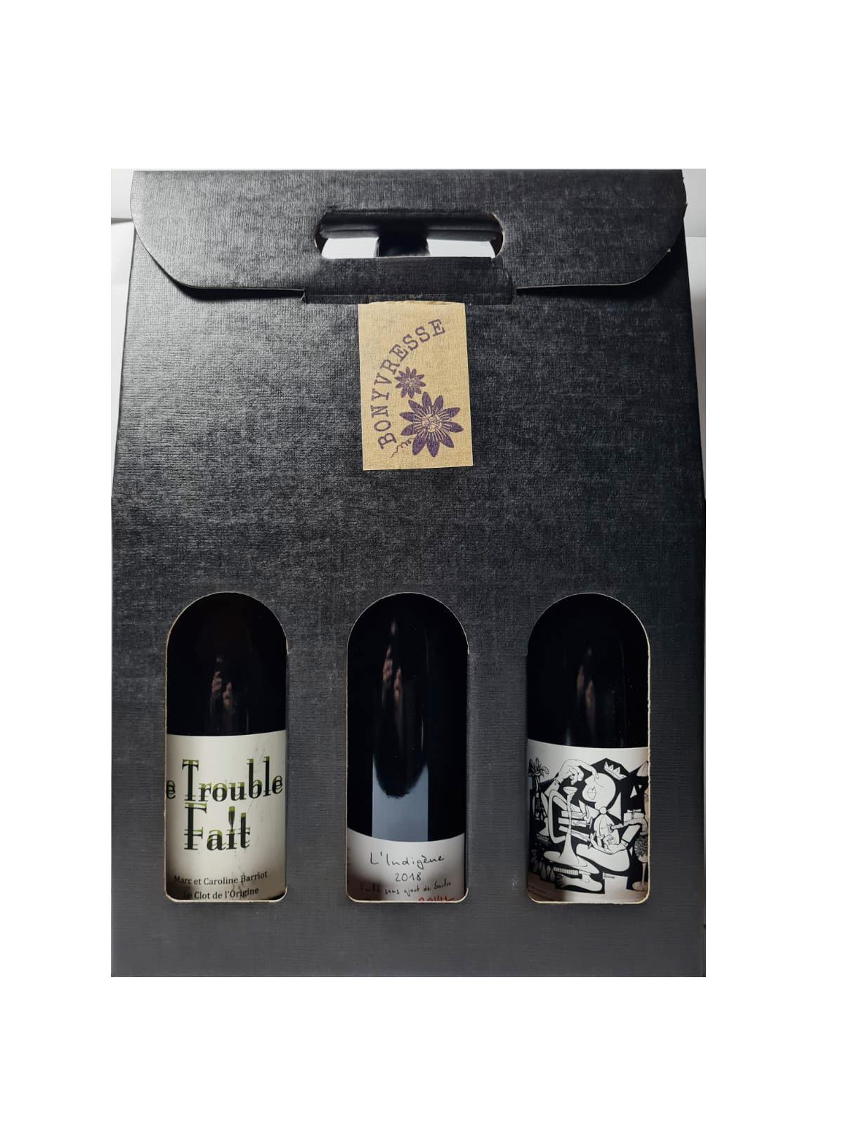 Coffret en carton gris anthracite comprenant trois bouteilles