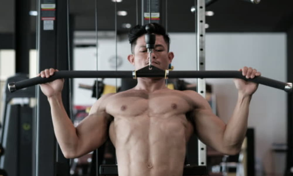 variations of lat pulldown exercises with resistance band