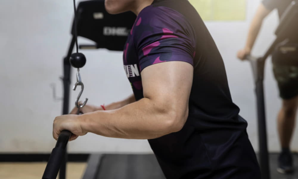 Band Pushdown triceps exercise