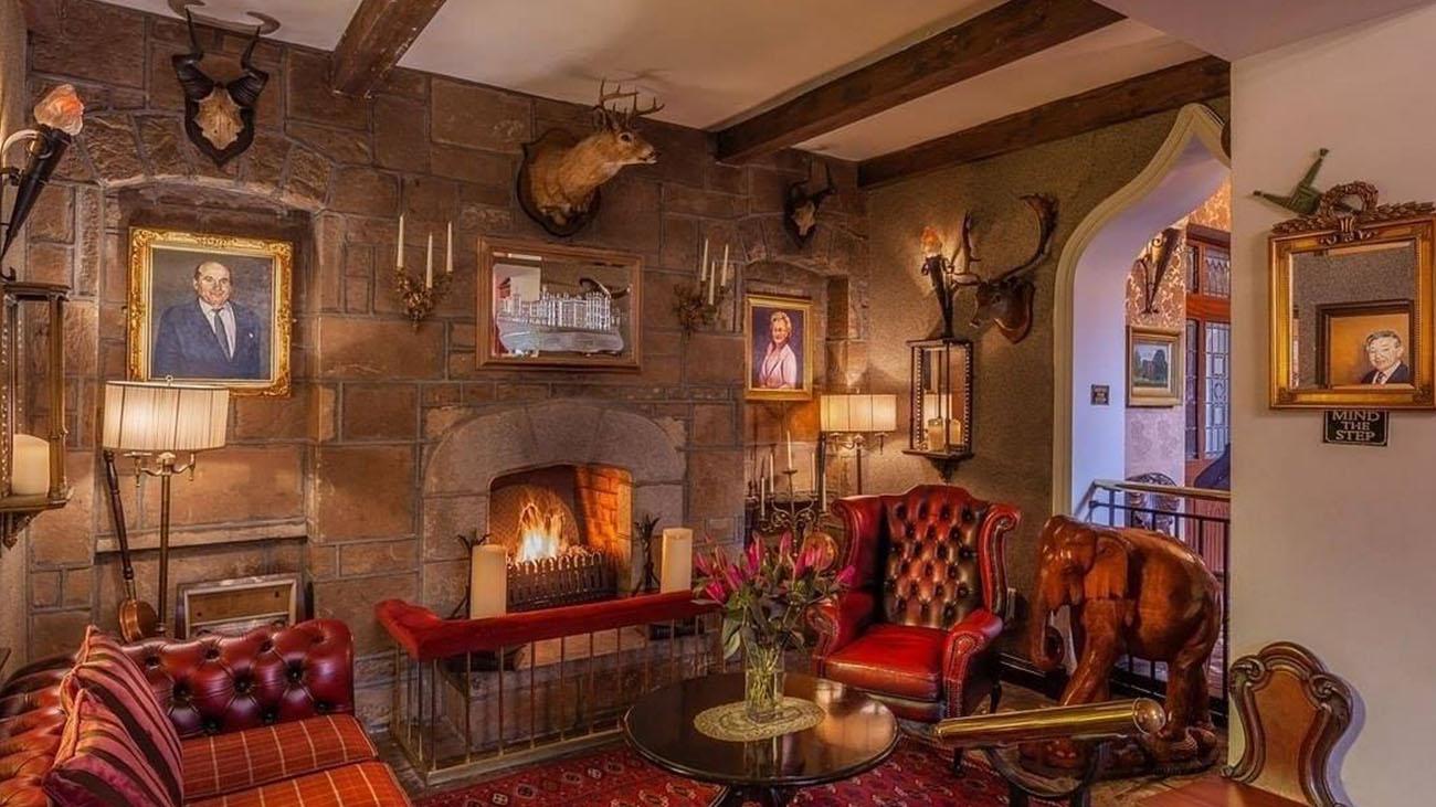 Cabra Castle Lounge