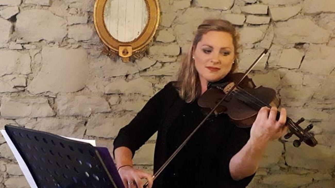 Hazel Alexander Violinist playing the Violin at a Wedding