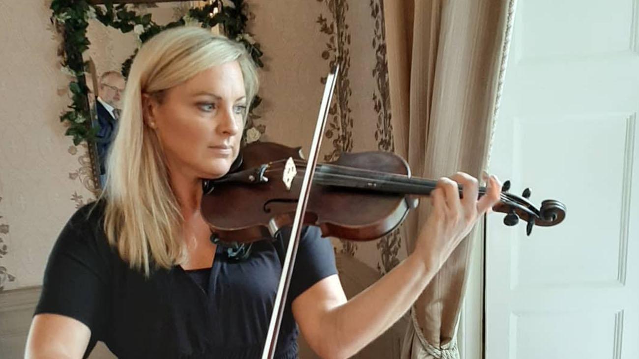 Hazel Alexander Violinist playing the Violin
