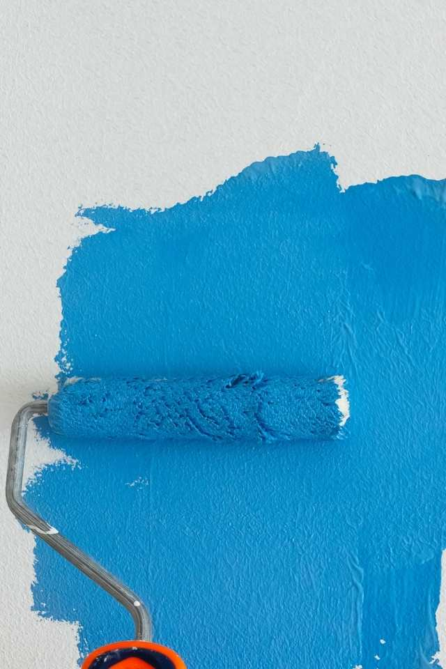 painting wall blue with roller