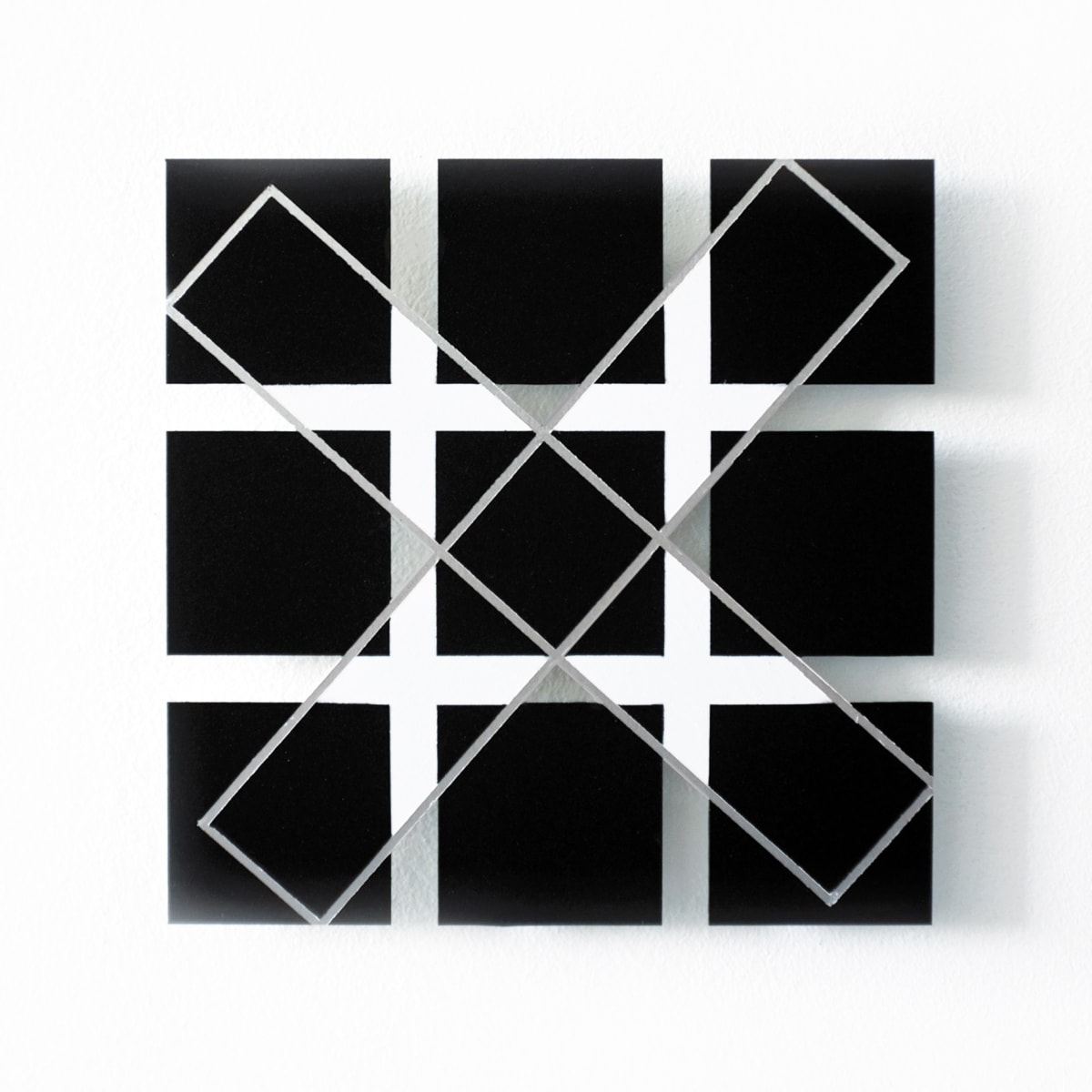 tonneke-sengers, artist, it shows on aluminium symmetrical forms in grey, white and mainly black
