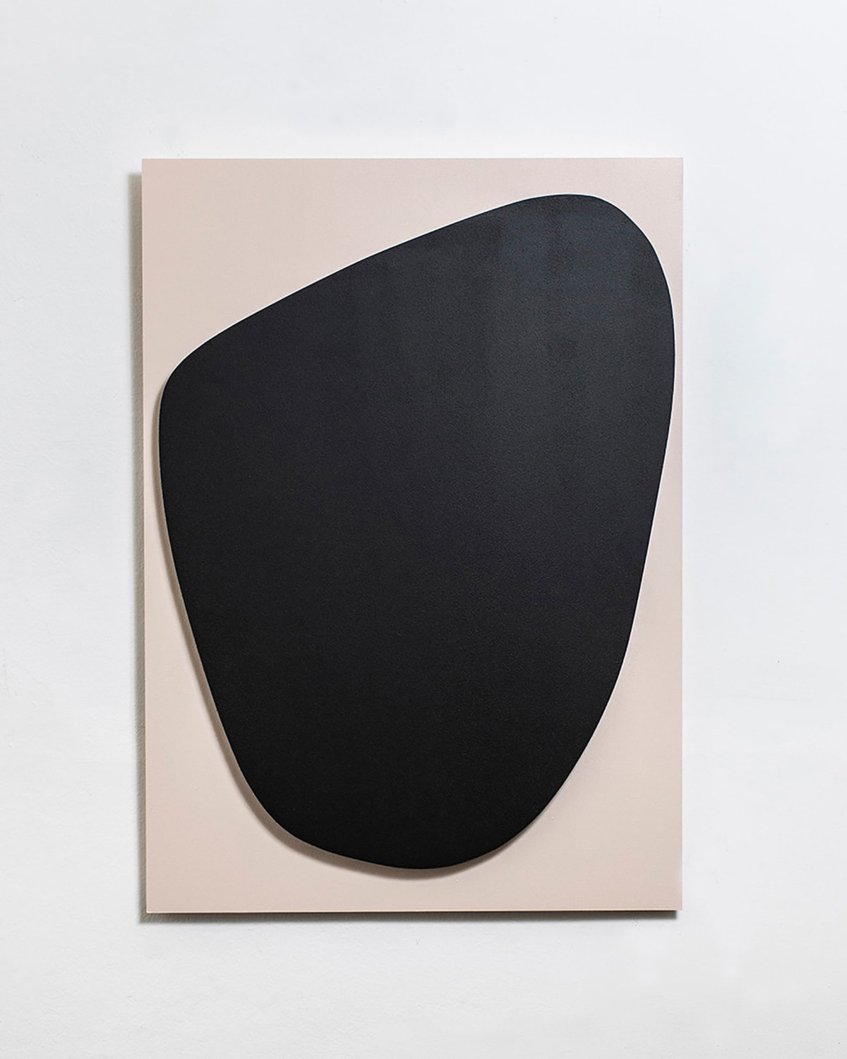zs art gallery, shows the artwork from their artist Marie-France Goerens showing a light pink background with a black shape
