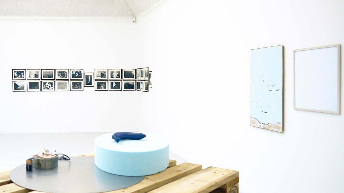 The Kunst Verein Konstanz present the artists Irena Eden & Stijn Lernout the image shows a white room where even the floor is white showing artworks from the artists