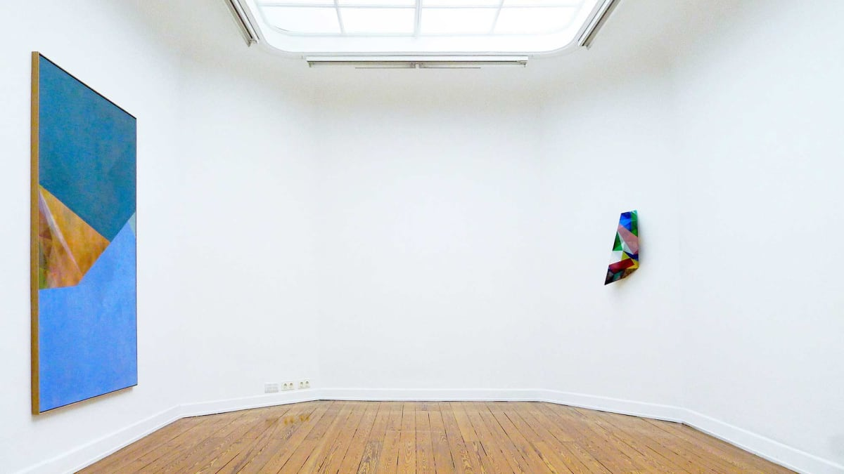 The Kunst Verein Konstanz present the artists Irena Eden & Stijn Lernout the image shows a white room showing a large art work and a smaller scuplture on the walls