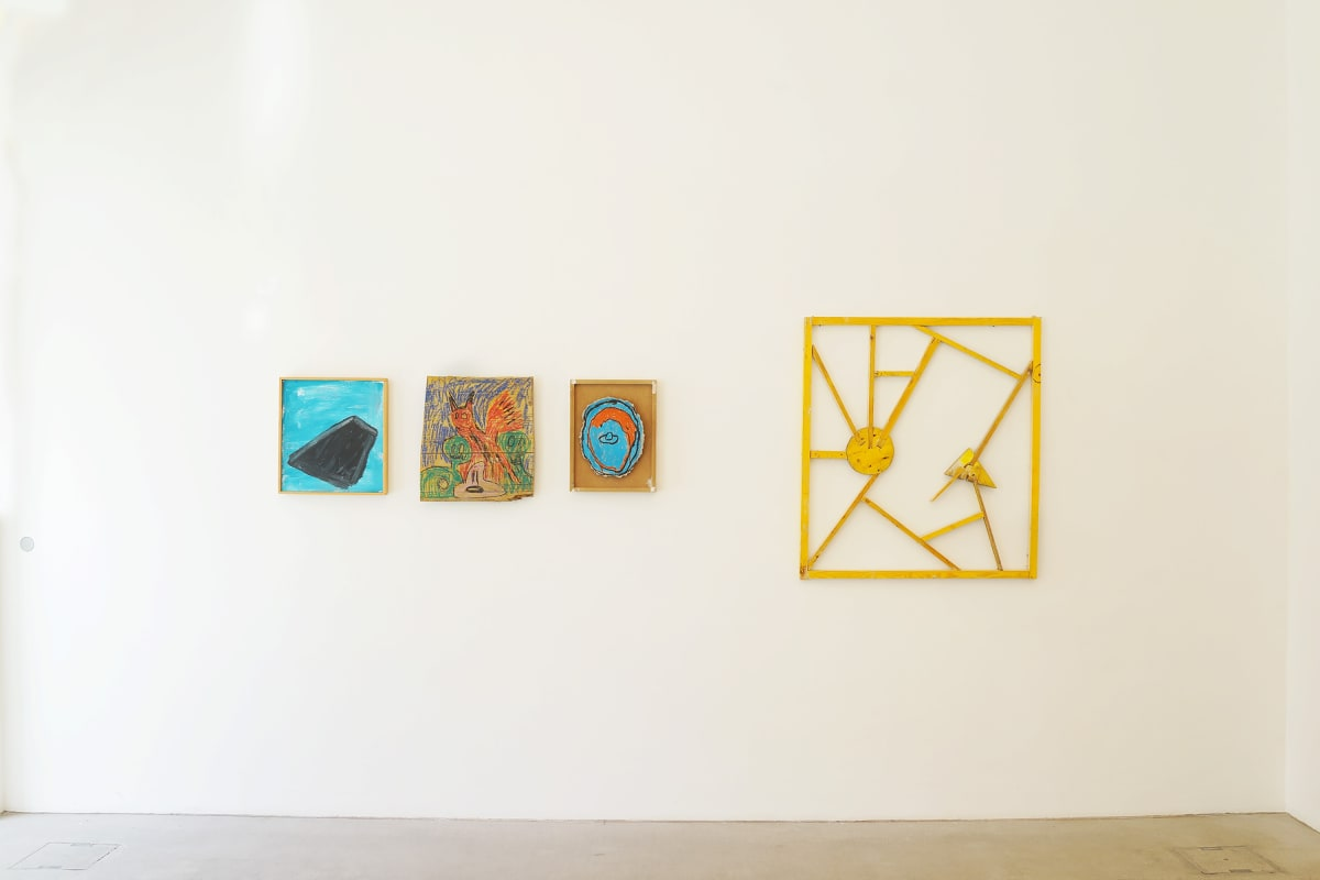 ernst koslitsch raum mit licht exhibition in vienna image shows three small colorful framed paintings and one larger yellow wooden sculpture