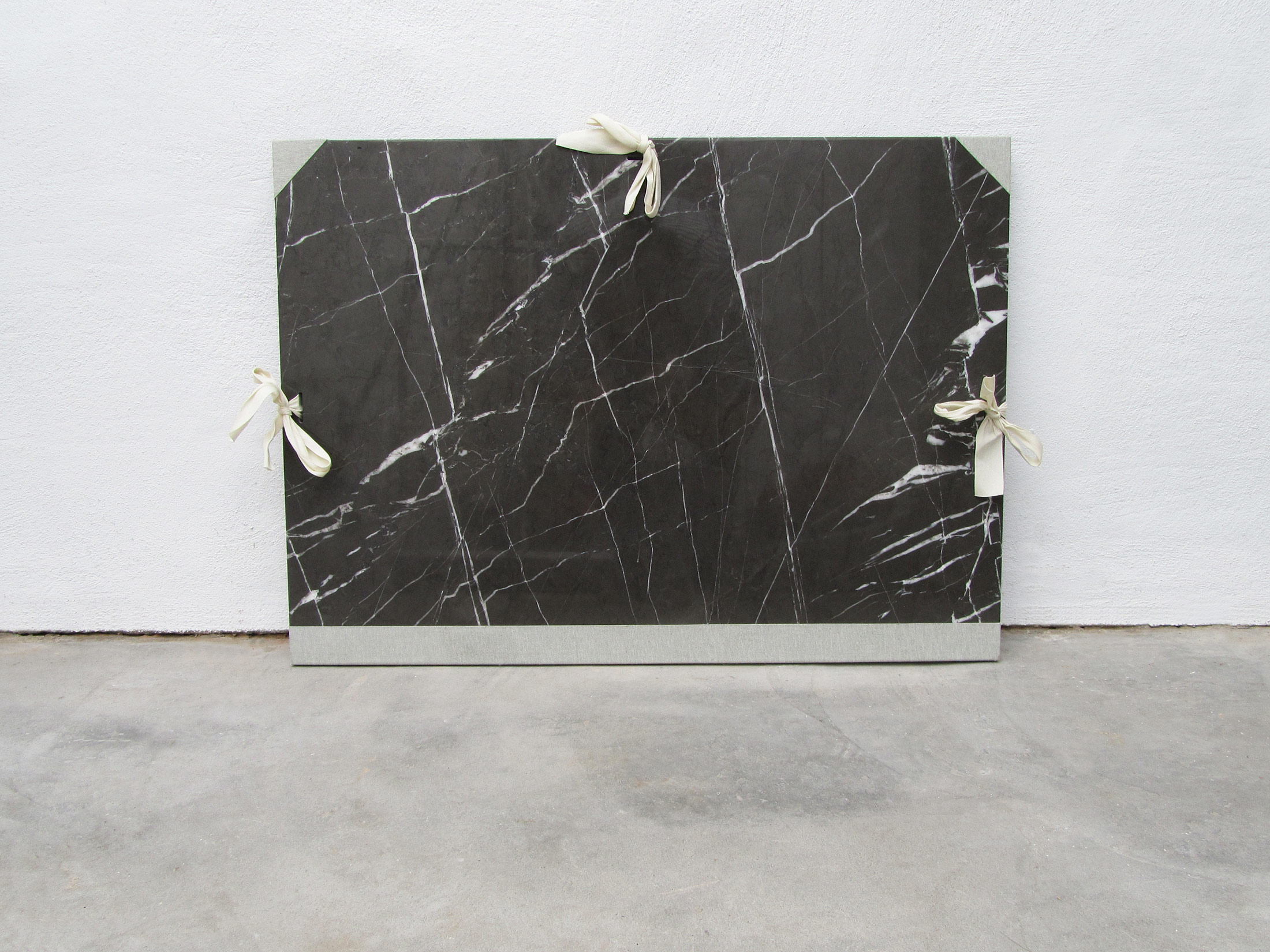 peter de meyer, contemporary artist, marble, sculpture, online viewing room, gallery raum mit licht