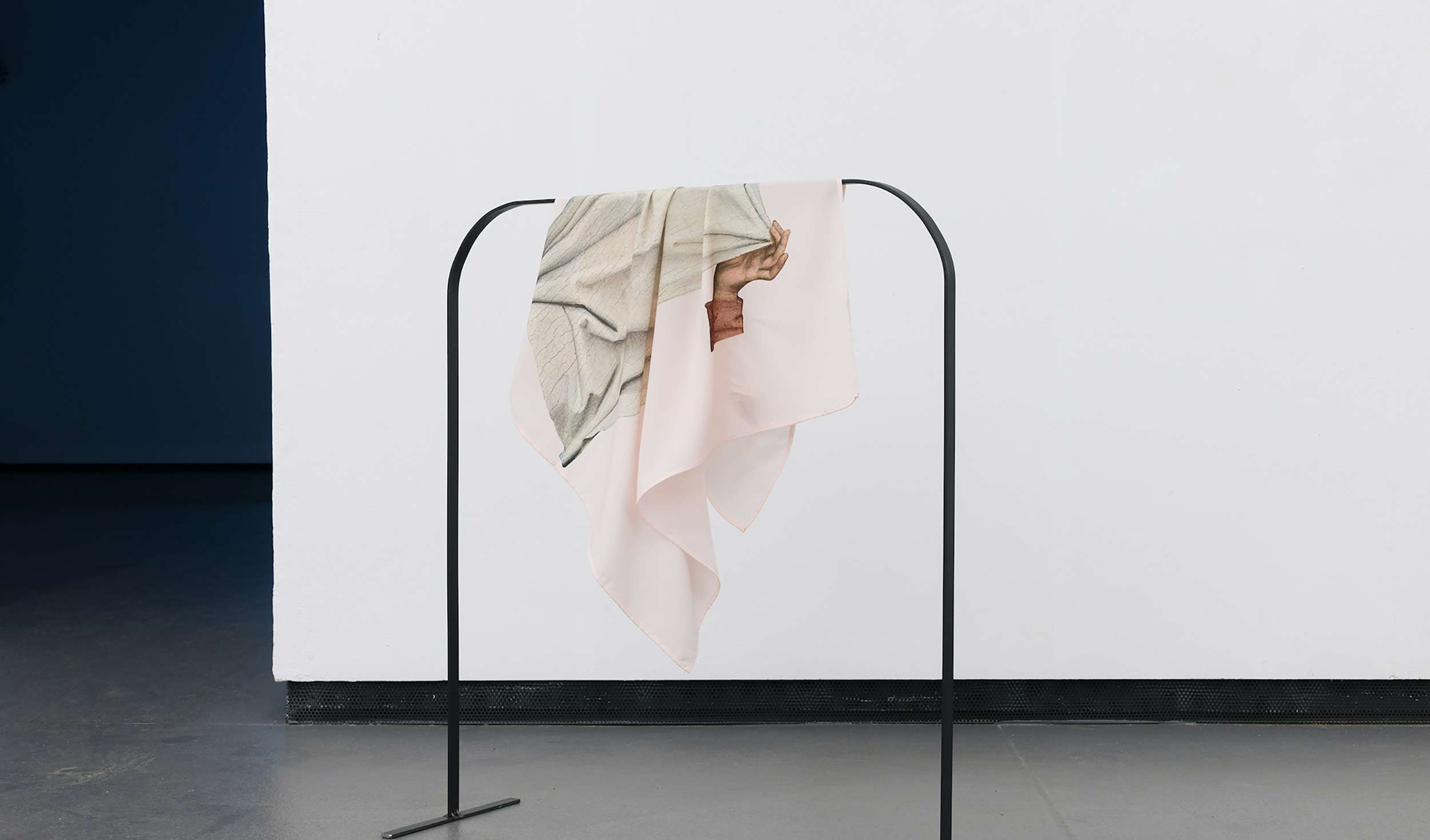 olena newkryta, contemporaryartist, installation, photography, white cube,