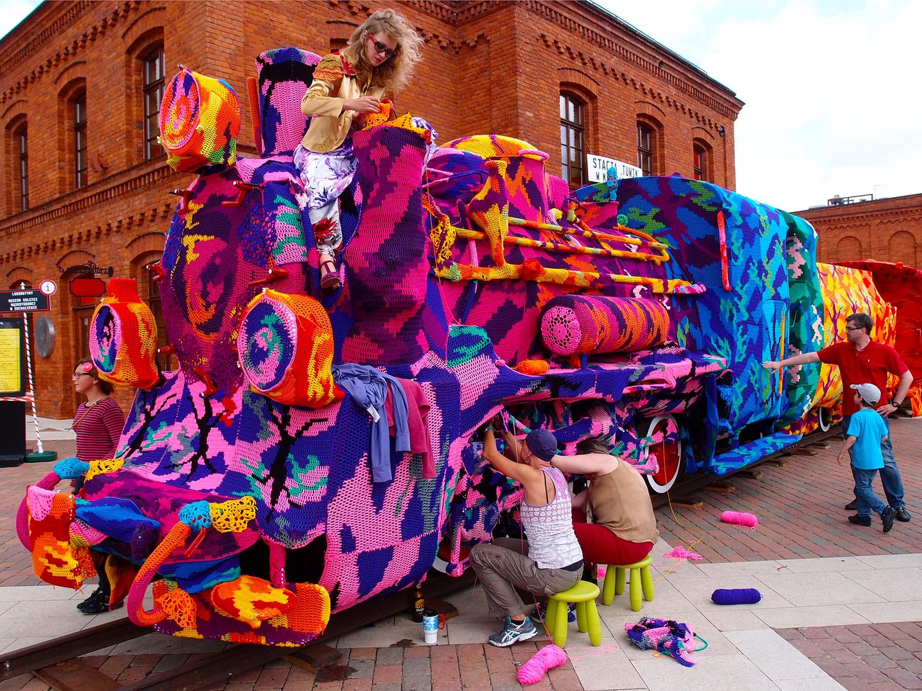 crochet bomb, ole, yarn boming, new york, polish artist