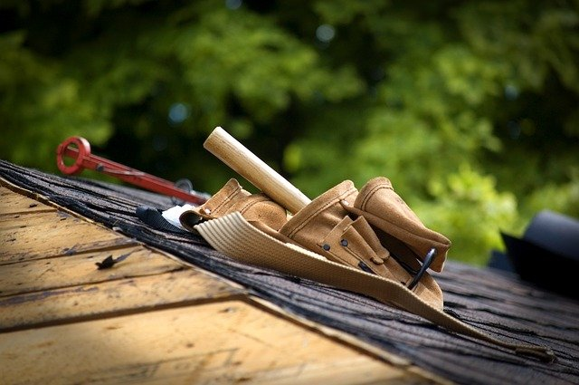 How to Deal with a Roofing Insurance Claim