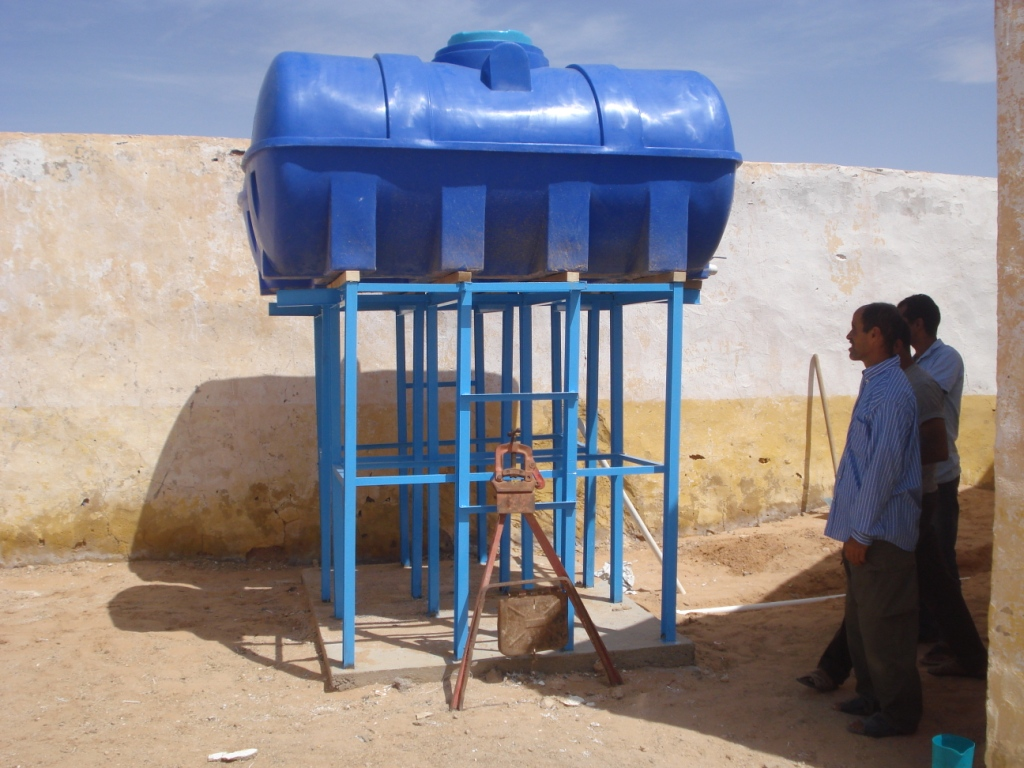 Programa de optimización de sistemas de almacenamiento de agua potable a nivel familiar en los CCRR saharauis en Tindouf (Argelia) (modificado para suministrar cisternas en Escuelas en El Aaiún)