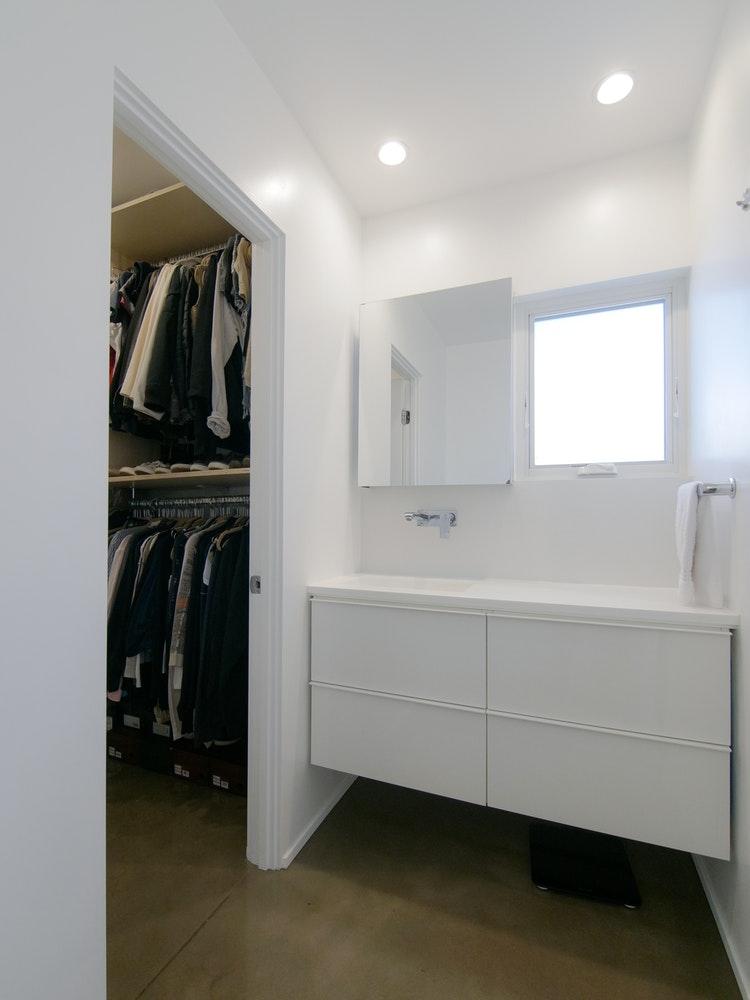 photo of the bathroom and closet