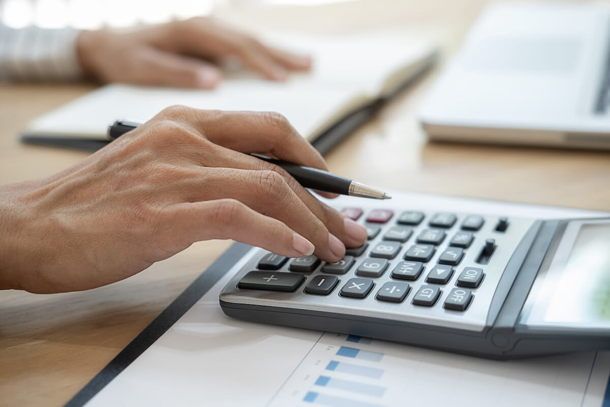 SaaS business model: person with a pen using a calculator
