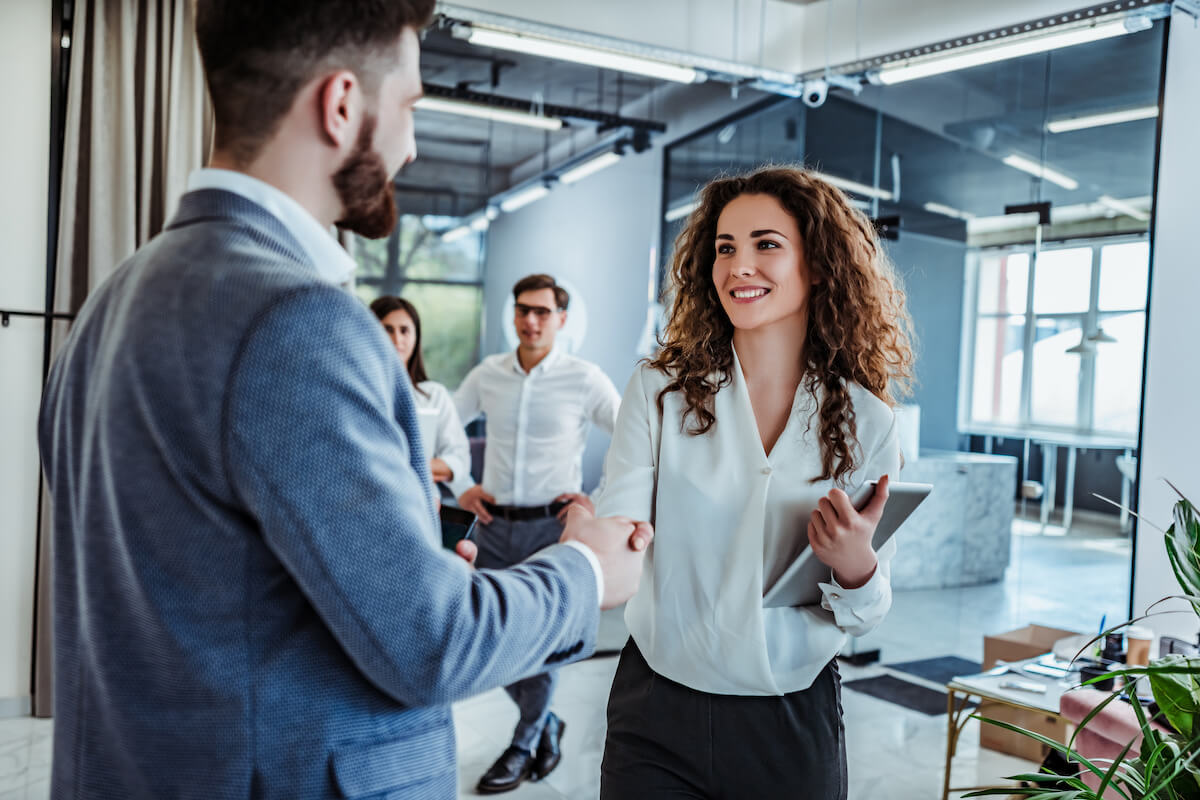 What does a customer success manager do: two people shaking hands