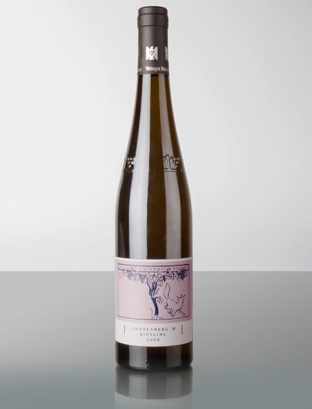 Es läst sich sicherlich lange philosophieren, ob der Sonnenberg ein geeignetes Terroir für den Riesling hergibt oder doch besser mit Pinot bepflanzt werden sollte, die Qualität überzeugt auf jeden Fall im Glas, es wird sich zeigen, wo die Reise hingeht! Ich werde mir auf jeden Fall 12 Flaschen in meinen privaten Weinkeller einlagern!